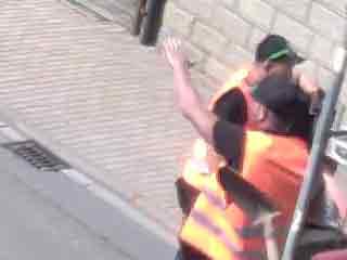 Ein Teilnehmer der 'Kerwe macht einen Nazigruß